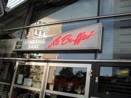 """Altbekannt: Der Veranstaltungsort """"Le Buffet"""""""